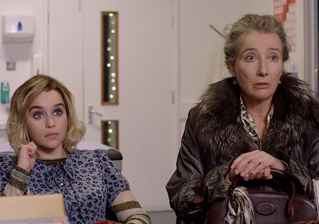 Kate (Emilia Clarke) und ihre Mutter (Emma Thompson)