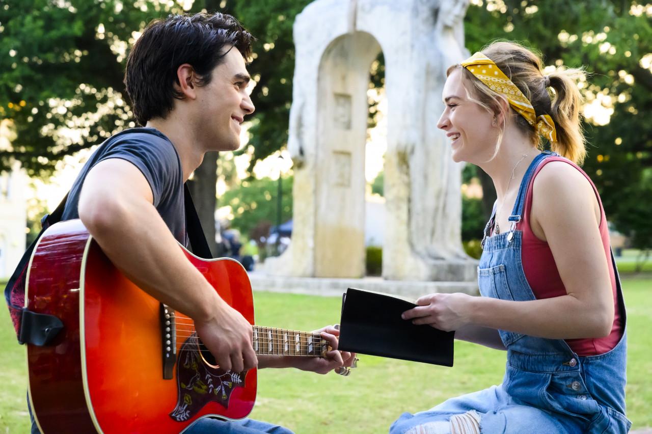 Jeremy spielt Melissa auf der Gitarre