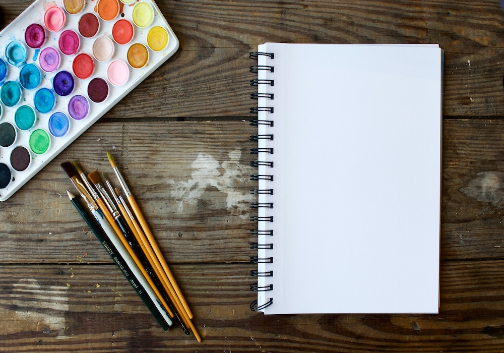 Wasserfarben, Pinsel, Papier